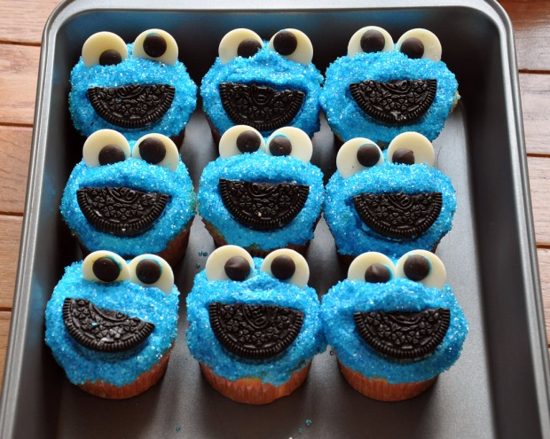 jose-martinez-cookie-monster-cupcakes-5007403719_2e10472c75_b